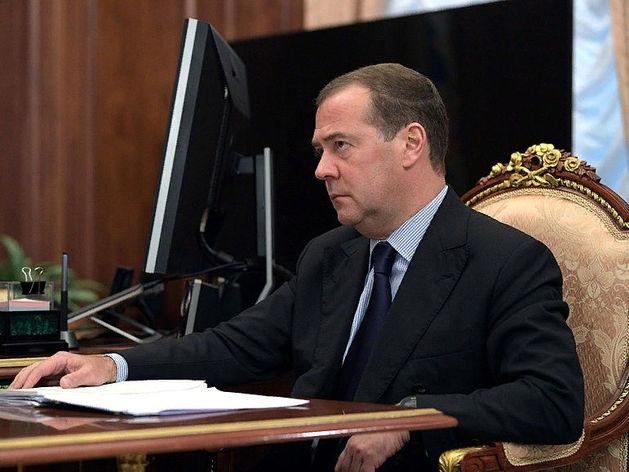 Медведев: Налог на самозанятых распространят на другие регионы в ближайшее время