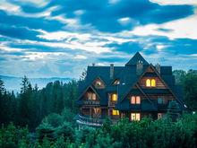 Трехэтажный коттедж за 115 миллионов продается в Заельцовском бору
