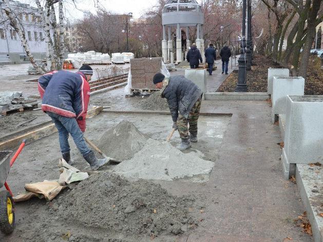 «Слишком долго работают». Прокуратура выяснит, почему ремонт тротуаров затянулся до зимы