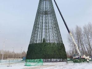 В мэрии Красноярска показали эскизы новогодних скульптур. Главную ель уже собирают