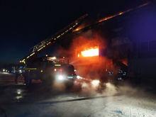 600 кв. м челябинского завода охвачены огнем