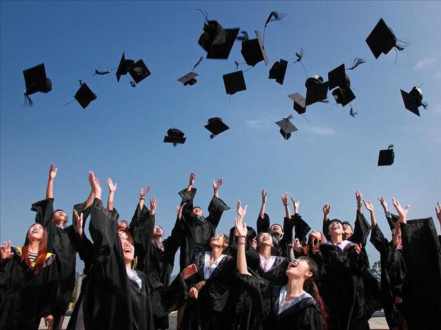 В мире все больше образованных людей и все меньше работников. Что будет с экономикой?