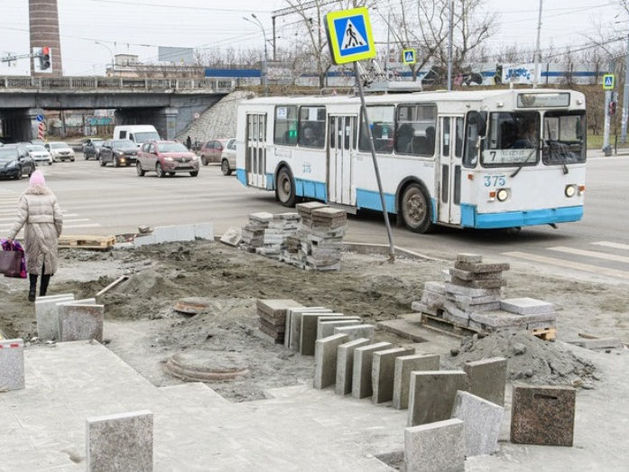 Класть гранит на тротуары Екатеринбурга будут МУПы