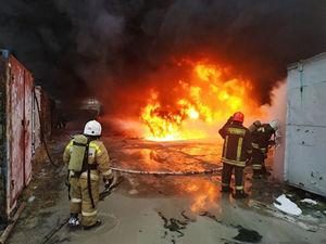 Были слышны взрывы. В Екатеринбурге горел завод лакокрасочных изделий