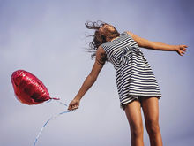 «Хотим счастья, зарабатываем деньги — получаем несвободу и апатию». Что с нами не так?