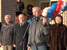 Депутат Госдумы подарил вазелин подрядчику, сорвавшему сроки строительства школы в Балахне