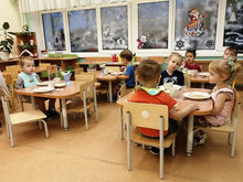 Глава Московского района проверил качество питания в детском саду №346