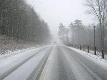 Из-за резкого потепления и метелей водителей предостерегают от поездок на авто