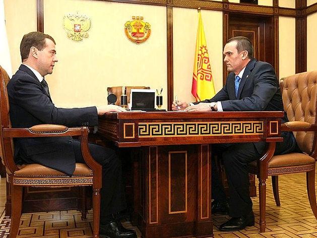 Михаил Игнатьев (справа)