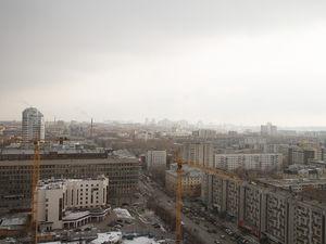 Площадь проданного жилья в Екатеринбурге упала почти в 2 раза