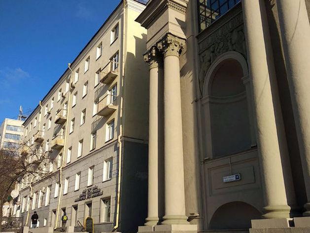 «Золотую» пятиэтажку рядом с филармонией уничтожат вручную