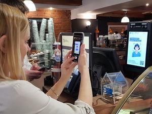 «Ростелеком» и «Русский стандарт» запустили оплату по биометрии в сети кофеен CoffeeBean