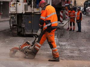 Власти выбрали подрядчиков на ремонт Бердского шоссе