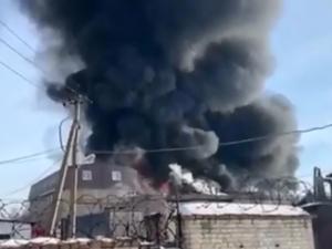 В администрации города назвали предварительную причину пожара на заводе