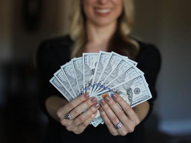 «Не следите за прогнозами, помните о пенсии». 10 главных финансовых советов для 20-летних