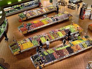 Сейчас закупаться не нужно — ТС «Командор» прокомментировала возможный дефицит продуктов