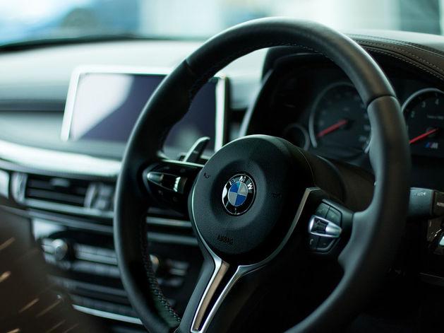 Видите Audi и BMW? Объезжайте. Водители каких автомобилей хамят на дорогах РФ чаще всего