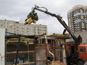 10 самовольно установленных НТО сносят в Автозаводском районе