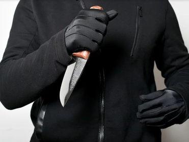 На Урале мужчина в здании суда зарезал жену, которая обвиняла его в побоях