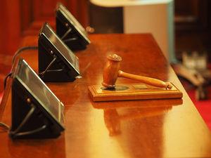 Суды Новосибирска закрыли на карантин. Чего ждать участникам дел?