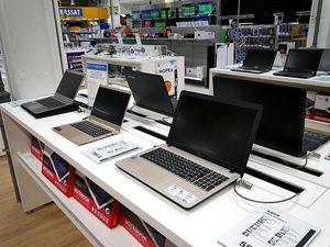 Дефицит ноутбуков и морозильников: россияне стараются работать дома и хранить накупленное