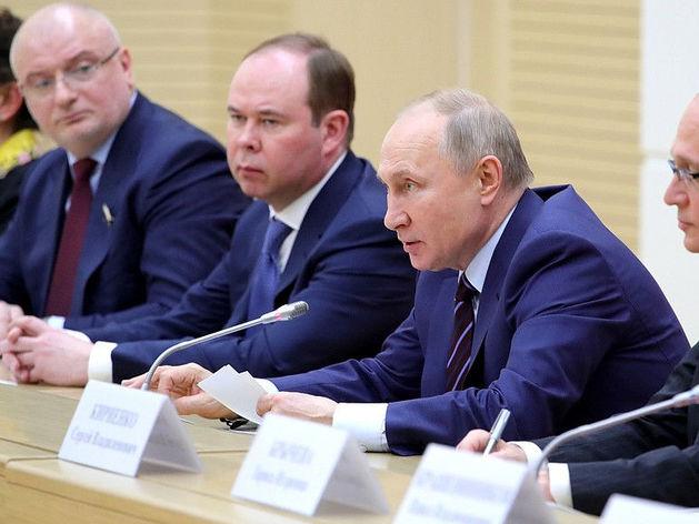 Бюджетников в Москве обязывают голосовать за поправки к Конституции. И приводить друзей