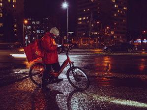 Таксисты и велосипедисты займутся доставкой посылок по Новосибирску