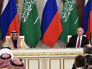 Россия и Саудовская Аравия договорились о рекордном сокращении добычи нефти