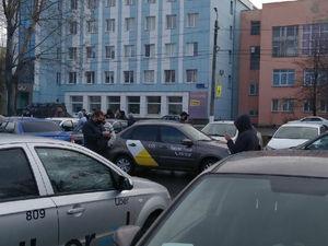 В Челябинске таксисты требуют поднять минимальную стоимость поездки до 120 руб.