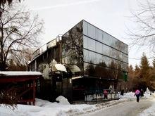 Начали демонтировать кафе в Первомайском сквере