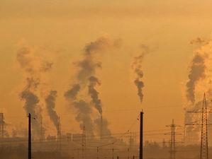 Стало известно, почему небо над Новосибирском затянуло дымкой