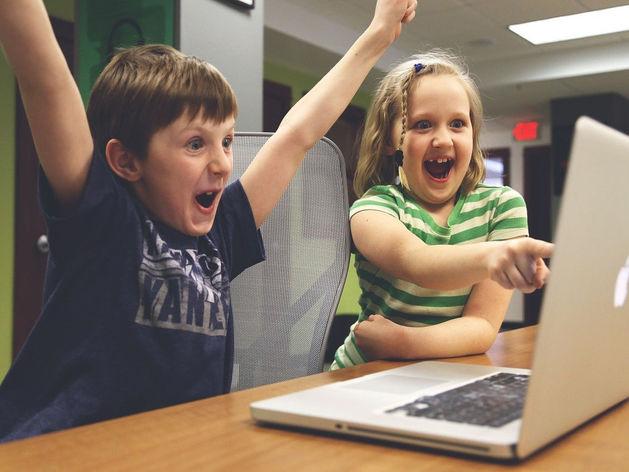 Не смущайтесь криков детей и супруга в трусах на фоне. Секреты собраний с коллегами онлайн
