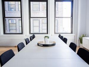 Большинство работников не надеются выйти в офис в мае и уверены, что карантин убьёт бизнес