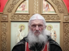 Уральский священник проклял тех, кто запрещает ходить церковь. Ему запретили проповедовать
