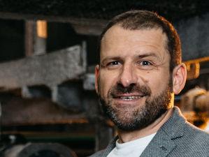 50 семей Челябинской области получили бесплатные ноутбуки от миллиардера Игоря Рыбакова