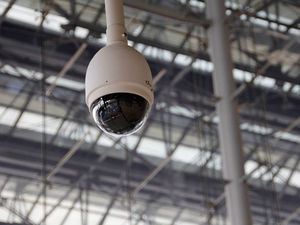 Предприятиям сферы услуг могут разрешить работу при наличии видеонаблюдения