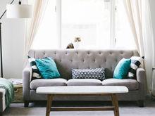 Миллениалы больше не хотят в путешествия. Они хотят мягкий диван и беседку во дворе