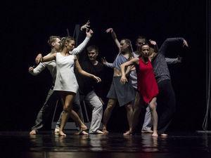 Музыкальный театр покажет онлайн танцевальный спектакль «Линии времени»