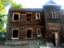 «Стрижи» снесли ветхий дом для строительства ЖК. Видео