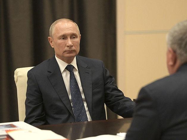 Путин возмущен «канителью» с выплатами медикам и требует зачистить СНИПЫ в строительстве