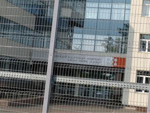СФУ снимает осаду: оставшийся со времен Универсиады забор наконец-то демонтируется