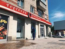 «Торговая площадь» взялась за санобработку тротуаров и фасадов своих магазинов. Видео