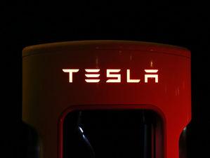 Екатеринбургская предпринимательница банкротит дилера Tesla