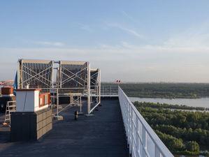 Новосибирский застройщик построил дом с солнечными батареями на крыше