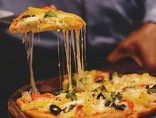 На мини-пиццерию в ресторанном дворике завели дело за антисептик без этикетки