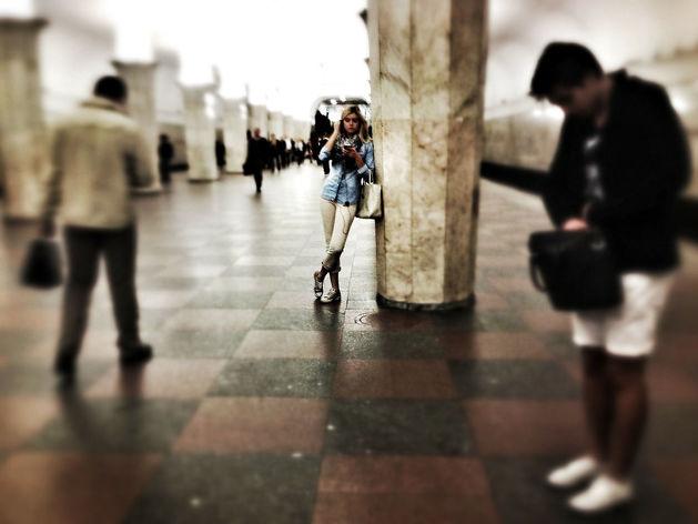 «Москву накроют фобии, и в офисах, и в метро». Почему снятие карантина — огромный стресс