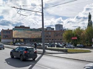 Мэрия судится с компанией, которая хочет построить высотку на месте парковки на Уралмаше