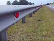 Инновационные светоотражатели установили вдоль шоссе на Емельяновском районе