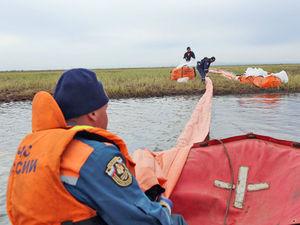 Опасность отступила: сбор дизтоплива с поверхности реки завершен