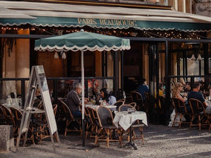 Травников назвал новую дату открытия летних кафе и веранд в Новосибирске